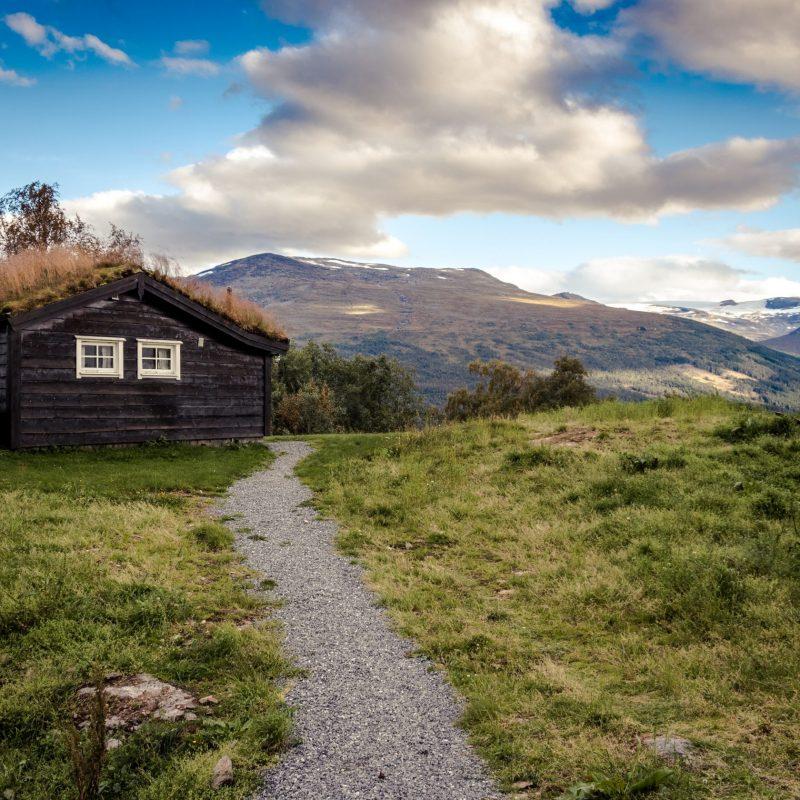 autumn-barn-blue-sky-bungalow-577697